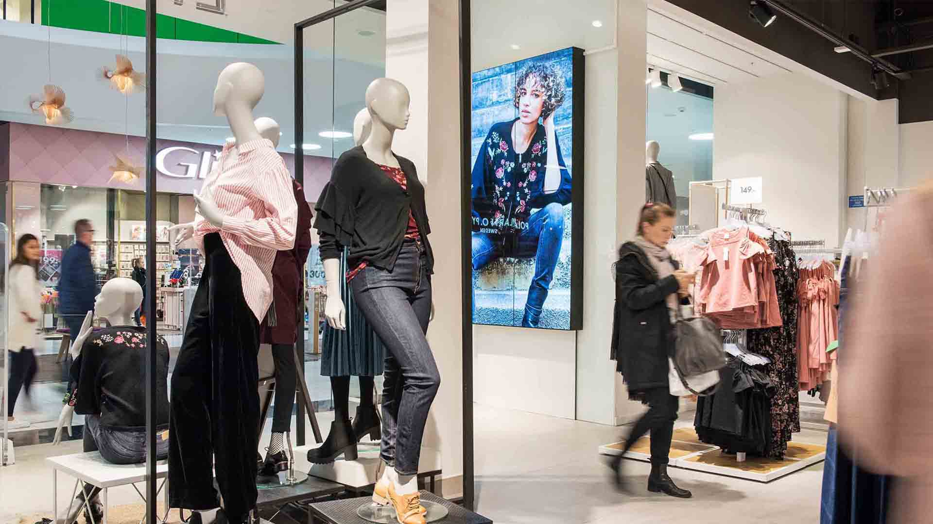 In- store Digital Signage to enhance atmosphere